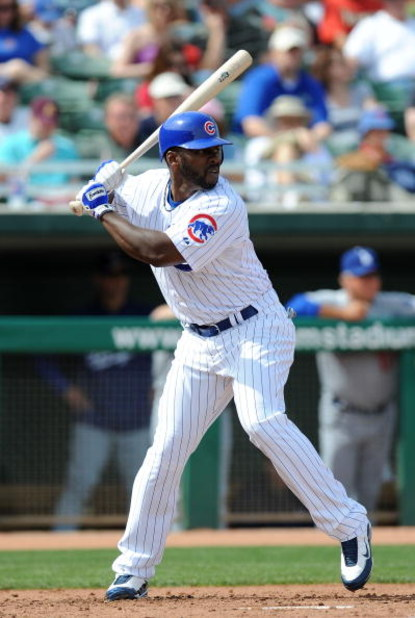 MESA, AZ - MARCH 06:  Milton Bradley #21 of the Chicago Cubs at bat during a Spring Training game against the Los Angeles Dodgers at HoHoKam Park on March 6, 2009 in Mesa, Arizona.  (Photo by Lisa Blumenfeld/Getty Images)