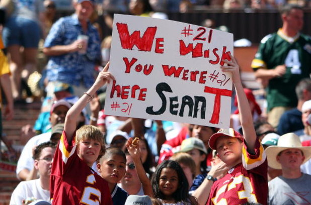 HONOLULU, HI - FEBRUARY 10:  Young fans hold up a sign in memory of Sean Taylor #21 of the NFC's Washington Redskins during the game against the AFC at the 2008 NFL Pro Bowl at Aloha Stadium on February 10, 2008 in Honolulu, Hawaii. (Photo by Paul Spinell