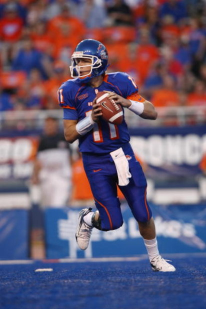 BOISE , ID - SEPTEMBER 13:  Kellen Moore #11 of the Boise State Broncos looks to pass against the Bowling Green Falcons at Bronco Stadium on September 13, 2008 in Boise, Idaho.  (Photo by Jonathan Ferrey/Getty Images)