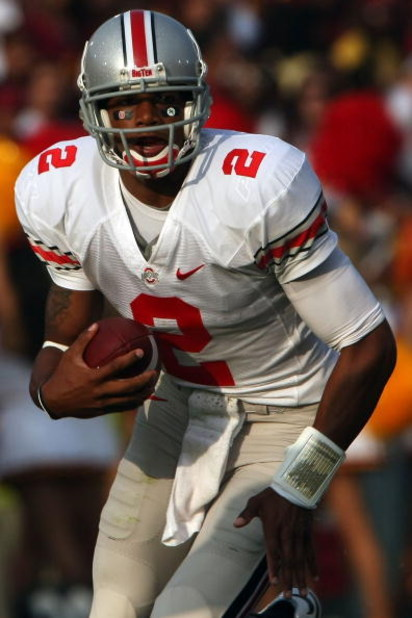 LOS ANGELES, CA - SEPTEMBER 13:  Terrelle Pryor #2 of the Ohio State Buckeyes runs the ball against the USC Trojans during the college football game at the Los Angeles Memorial Coliseum on September 13, 2008 in Los Angeles, California.  (Photo by Stephen