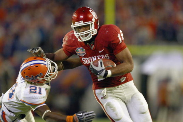 MIAMI - JANUARY 08:  Jermaine Gresham #18 of the Oklahoma Sooners carries the ball against Major Wright #21 of the Florida Gators during the FedEx BCS National Championship Game at Dolphin Stadium on January 8, 2009 in Miami, Florida.  (Photo by Donald Mi
