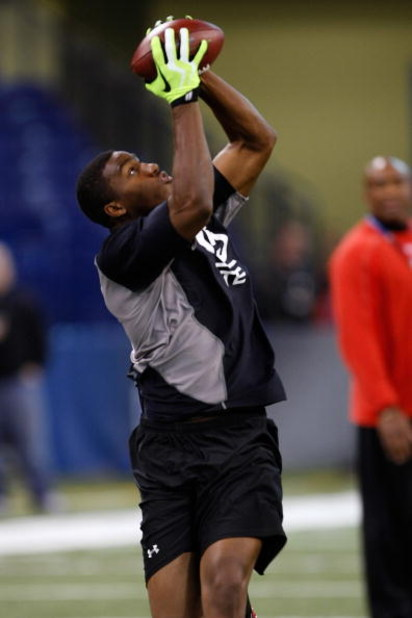 INDIANAPOLIS, IN - FEBRUARY 21:  Tight end Shawn Nelson of Southern Mississippi catches the football during passing drills during the NFL Scouting Combine presented by Under Armour at Lucas Oil Stadium on February 21, 2009 in Indianapolis, Indiana. (Photo