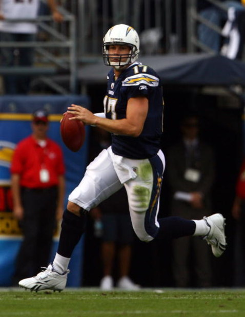 SAN DIEGO , CA - NOVEMBER 09:  Quarterback Philip Rivers #17 of the San Diego Chargers looks downfield for an open receiver during the first half against the Kansas City Chiefs at Qualcomm Stadium on November 9, 2008 in San Diego, California. The Chargers
