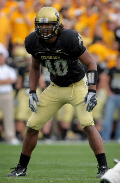 BOULDER, CO - OCTOBER 20:  Brad Jones #40 of the Colorado Buffaloes lines up against the Kansas Jayhawks at Folsom Field on October 20, 2007 in Boulder, Colorado. Kansas defeated Colorado 19-14.  (Photo by Doug Pensinger/Getty Images)