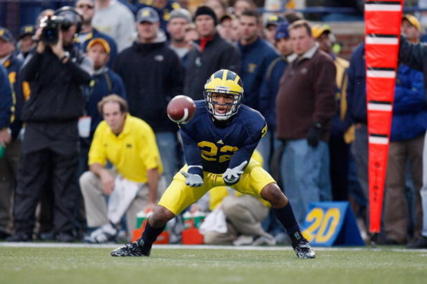 ANN ARBOR, MI - OCTOBER 25:  Bobby Centlivre #22 of the Michigan Wolverines catches the ball during the game against the Michigan State Spartans on October 25, 2008 at Michigan Stadium in Ann Arbor, Michigan. Michigan State won the game 35-21. (Photo by G
