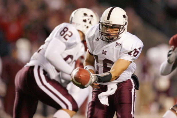 TUSCALOOSA, AL - NOVEMBER 15:  Quarterback Tyson Lee #16 of the Mississippi State Bulldogs looks to hand off the ball during the game against the Alabama Crimson Tide at Bryant-Denny Stadium on November 15, 2008 in Tuscaloosa, Alabama.  (Photo by Kevin C.