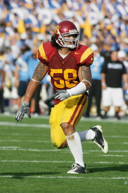 PASADENA, CA - DECEMBER 6:  Rey Maualuga #58 of the USC Trojans pursues the play against the UCLA Bruins on December 6, 2008 at the Rose Bowl in Pasadena, California.  USC won 28-7.  (Photo by Jeff Golden/Getty Images)