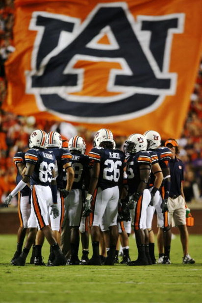 AUBURN, AL - SEPTEMBER 20:  The special teams unit of the Auburn Tigers prepare for a kick-off after the offense scored against the LSU Tigers at Jordan-Hare Stadium on September 20, 2008 in Auburn, Alabama. LSU defeated Auburn 26-21.  (Photo by Doug Benc