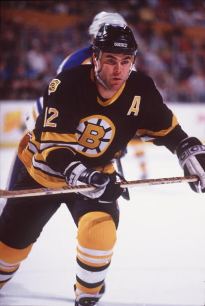 9 APR 1995:  ADAM OATES OF BOSTON IN ACTION DURING THE BRUINS GAME VERSUS THE BUFFALO SABRES AT THE AUD IN BUFFALO, NEW YORK. Mandatory Credit: Rick Stewart/ALLSPORT
