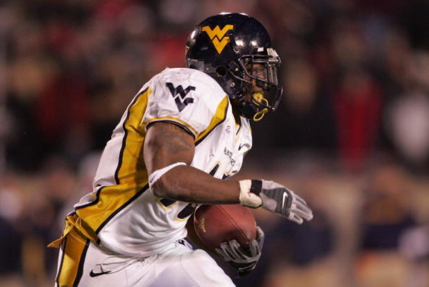 LOUISVILLE, KY - NOVEMBER 02:  Steve Slaton #10 of the West Virginia Mountaineers runs the ball against the Louisville Cardinals November 2, 20006 at Papa John's Cardinal Stadium in Louisville, Kentucky. Louisville won 44-34. (Photo by Andy Lyons/Getty Im