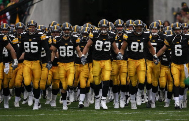 IOWA CITY, IOWA - NOVEMBER 8: The Iowa Hawkeyes take the field as they take on the Penn State Nittany Lions at Kinnick Stadium on November 8, 2008 in Iowa City, Iowa. Iowa defeated Penn State  24-23. (Photo by David Purdy/Getty Images)