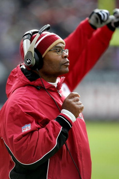 CHICAGO - NOVEMBER 13:  Asst. Head Coach Mike Singletary of the San Francisco 49ers make his first appearance as a coach against his old team, the Chicago Bears on November 13, 2005 at Soldier Field in Chicago, Illinois.  (Photo by Jonathan Daniel/Getty I