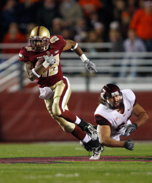 CHESTNUT HILL, MA - OCTOBER 18:  Rich Gunnell #18 of the Boston College Eagles runs a punt return for a touchdown against the Virginia Tech Hokies on October 18, 2008 at Alumni Stadium in Chestnut Hill, Massachusetts.  (Photo by Jim Rogash/Getty Images)