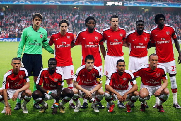 LONDON, ENGLAND - APRIL 15:  Arsenal line up before the UEFA Champions League Quarter-Final Second Leg match between Arsenal and Villarreal at the Emirates Stadium on April 15, 2009 in London, England.  (Photo by Hamish Blair/Getty Images)