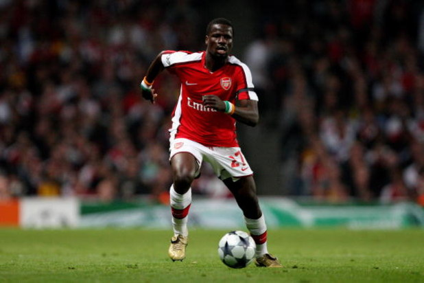 LONDON, ENGLAND - APRIL 15:  Emmanuel Eboue of Arsenal runs with the ball during the UEFA Champions League Quarter Final Second Leg match between Arsenal and Villarreal at the Emirates Stadium on April 15, 2009 in London, England.  (Photo by Hamish Blair/