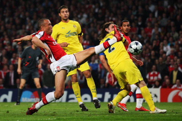LONDON, ENGLAND - APRIL 15:  Mikael Silvestre of Arsenal stretches for the ball in front of Gonzalo Rodriguez of Villarreal during the UEFA Champions League Quarter Final Second Leg match between Arsenal and Villarreal at the Emirates Stadium on April 15,