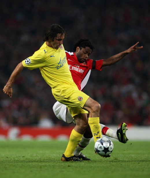 LONDON, ENGLAND - APRIL 15:  Alexandre Song of Arsenal battles for the ball with Robert Pires of Villarreal during the UEFA Champions League Quarter Final Second Leg match between Arsenal and Villarreal at the Emirates Stadium on April 15, 2009 in London,