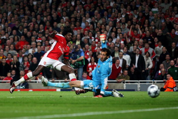 LONDON, ENGLAND - APRIL 15:  Emmanuel Adebayor of Arsenal holds his nerve to score the second goal of the game past goal keeper Diego Lopez of Villarreal during the UEFA Champions League Quarter Final Second Leg match between Arsenal and Villarreal at the