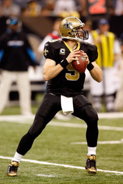 NEW ORLEANS - DECEMBER 28:  Quarterback Drew Brees #9 of the New Orleans Saints drops back to pass during the game against the Carolina Panthers on December 28, 2008 at the Superdome in New Orleans, Louisiana.  (Photo by Chris Graythen/Getty Images)