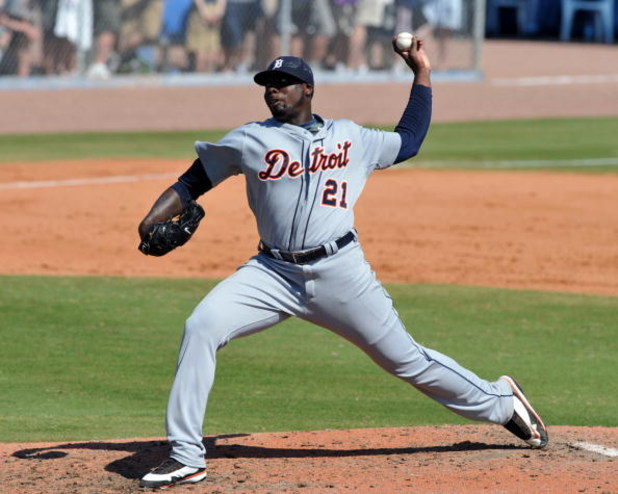 DUNEDIN, FL - FEBRUARY 27 :  Pitcher Dontrelle Willis of the Detroit Tigers pitches in relief against the Toronto Blue Jays February 27, 2009 at Dunedin Stadium in Dunedin, Florida.  (Photo by Al Messerschmidt/Getty Images)