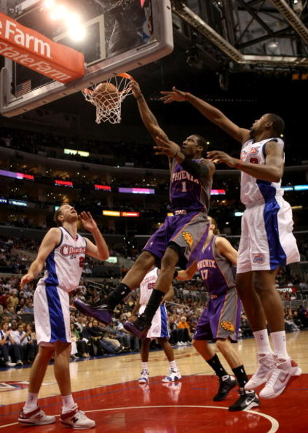 LOS ANGELES, CA - JANUARY 11: Amare Stoudemire #1 of the Phoenix Suns dunks between DeAndre Johnson #9 and Steve Novak #20 of the Los Angeles Clippers on January 11, 2009 at Staples Center in Los Angeles, California.  The Suns won 109-103.   NOTE TO USER: