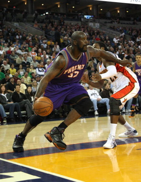 OAKLAND, CA - MARCH 15:  Shaquille O'Neal #32 of the Phoenix Suns dribbles the ball against the Golden State Warriors during an NBA game on March 15, 2009 at Oracle Arena in Oakland, California. NOTE TO USER: User expressly acknowledges and agrees that, b
