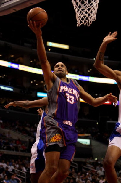 LOS ANGELES, CA - JANUARY 11:  Grant Hill #33 of the Phoenix Suns shoots against the Los Angeles Clippers on January 11, 2009 at Staples Center in Los Angeles, California.    NOTE TO USER: User expressly acknowledges and agrees that, by downloading and/or