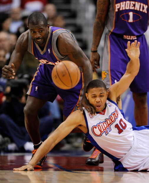 LOS ANGELES, CA - FEBRUARY 18: Jason Richardson #23 of the Phoenix Suns fouls Eric Gordon #10 of the Los Angeles Clippers during a floor scramble in the first quarter at the Staples Center February 18, 2009, in Los Angeles, California. NOTE TO USER: User