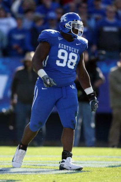 LEXINGTON, KY - NOVEMBER 8:  Myron Pryor #98 of the Kentucky Wildcats looks on during the game against the Georgia Bulldogs at Commonwealth Stadium on November 8, 2008 in Lexington, Kentucky. (Photo by Andy Lyons/Getty Images)