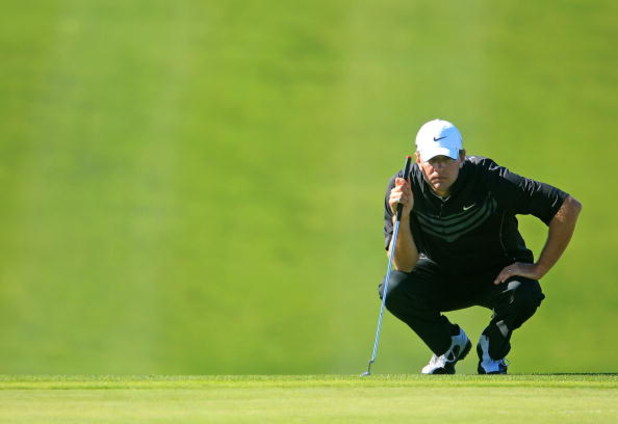 LA JOLLA, CA - FEBRUARY 08:  Lucas Glover lines up a putt during the final round of the Buick Invitational on the South Course at Torrey Pines Golf Course on February 8, 2009 in La Jolla, California.  (Photo by Scott Halleran/Getty Images)