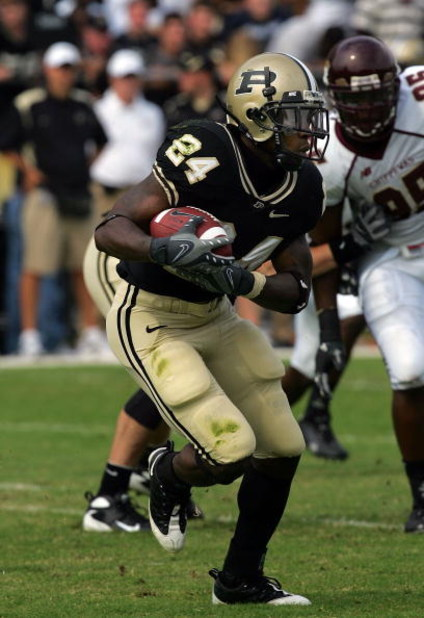 WEST LAFAYETTE, IN - SEPTEMBER 20:  Running back Kory Sheets #24 of the Purdue Boilermakers during play against the Central Michigan Chippewas at Ross-Ade Stadium on September 20, 2008 in West Lafayette, Indiana.  (Photo by Ronald Martinez/Getty Images)
