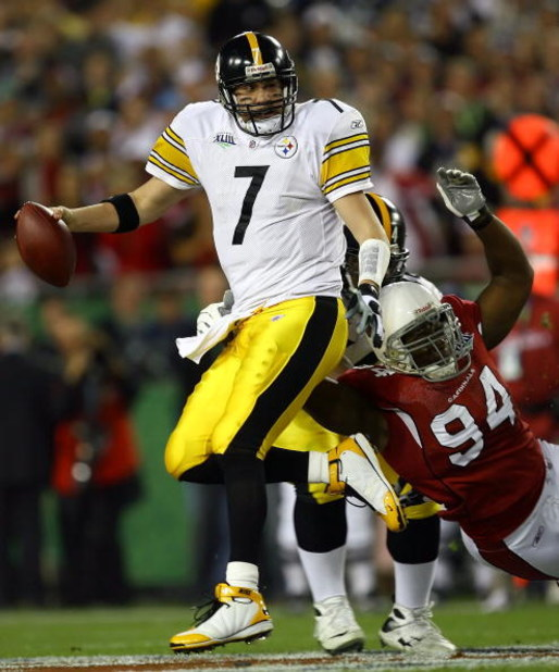TAMPA, FL - FEBRUARY 01:  Quarterback Ben Roethlisberger #7 of the Pittsburgh Steelers avoids a sack against Antonio Smith #94 of the Arizona Cardinals during Super Bowl XLIII on February 1, 2009 at Raymond James Stadium in Tampa, Florida.  (Photo by Jami