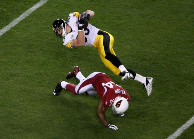 TAMPA, FL - FEBRUARY 01:  Gerald Hayes #54 of the Arizona Cardinals tackles Heath Miller #83 of the Pittsburgh Steelers during Super Bowl XLIII on February 1, 2009 at Raymond James Stadium in Tampa, Florida.  (Photo by Doug Benc/Getty Images)