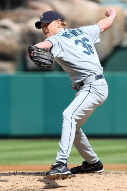 ANAHEIM, CA - SEPTEMBER 23:   Jeff Weaver #36 of the Seattle Mariners pitches against the Los Angeles Angels of Anaheim at Angels Stadium on September 23, 2007 in Anaheim, California.  (Photo by Lisa Blumenfeld/Getty Images)