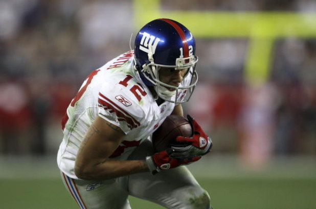 GLENDALE, AZ - FEBRUARY 03:  Steve Smith #12 of the New York Giants catches a 13-yard reception for a first down on the game-winning drive in the fourth quarter of the New England Patriots during Super Bowl XLII on February 3, 2008 at the University of Ph