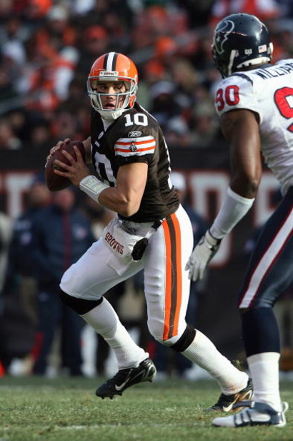 CLEVELAND - NOVEMBER 23:  Quarterback Brady Quinn #10 of the Cleveland Browns drops back to pass against Mario Williams #90 of the Houston Texans at Cleveland Browns Stadium on November 23, 2008 in Cleveland, Ohio.  (Photo by Andy Lyons/Getty Images)