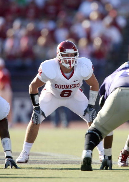SEATTLE - SEPTEMBER 13:  Ryan Reynolds #8 of the Oklahoma Sooners lines up in position during the game against the Washington Huskies on September 13, 2008 at Husky Stadium in Seattle, Washington. The Sooners defeated the Huskies 55-14. (Photo by Otto Gre