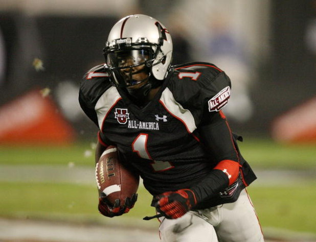 ORLANDO, FL - JANUARY 04:  Wide receiver Andre Debose #1 of the black team looks for room to run in the All America Under Armour Football Game at Florida Citrus Bowl on January 4, 2009 in Orlando, Florida.  (Photo by Doug Benc/Getty Images)