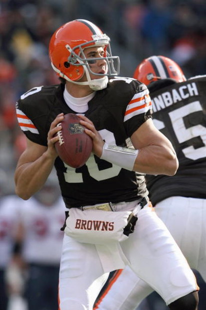CLEVELAND - NOVEMBER 23:  Quarterback Brady Quinn #10 of the Cleveland Browns looks to pass the ball during the NFL game against the Houston Texans at Cleveland Browns Stadium on November 23, 2008 in Cleveland, Ohio.  (Photo by Andy Lyons/Getty Images)