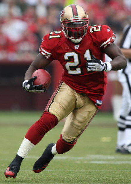SAN FRANCISCO - DECEMBER 07:  Frank Gore #21 of the San Francisco 49ers runs against the New York Jets during an NFL game on December 7, 2008 at Candlestick Park in San Francisco, California.  (Photo by Jed Jacobsohn/Getty Images)