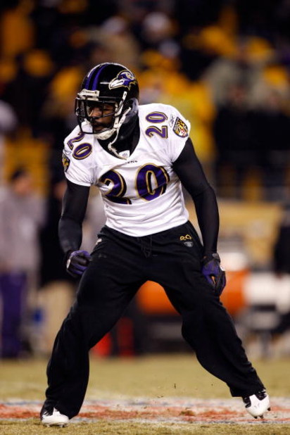 PITTSBURGH - JANUARY 18:  Ed Reed #20 of the Baltimore Ravens warms up against the Pittsburgh Steelers during the AFC Championship game on January 18, 2009 at Heinz Field in Pittsburgh, Pennsylvania.  (Photo by Streeter Lecka/Getty Images)
