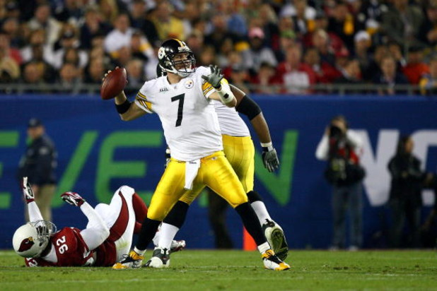 TAMPA, FL - FEBRUARY 01:  Quarterback Ben Roethlisberger #7 of the Pittsburgh Steelers throws a pass against the Arizona Cardinals during Super Bowl XLIII on February 1, 2009 at Raymond James Stadium in Tampa, Florida. The Steelers won 27-23.  (Photo by A