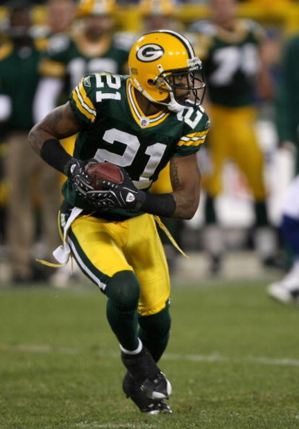 GREEN BAY, WI - OCTOBER 19:  Corner back Charles Woodson #21 of the Green Bay Packers returns a punt against the Indianapolis Colts on October 19, 2008 at Lambeau Field in Green Bay Wisconsin. The Packers won 34-14.   (Photo by Stephen Dunn/Getty Images)