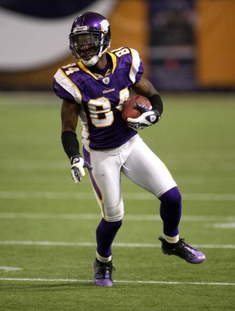 MINNEAPOLIS - NOVEMBER 09:  Wide receiver Aundrae Allison #84 of the Minnesota Vikings carries the ball against the Green Bay Packers on November 9, 2008 at the Metrodome in Mineapolis, Minnesota.  (Photo by Stephen Dunn/Getty Images)