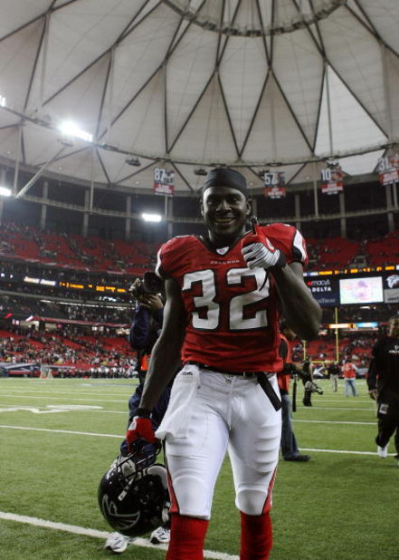 ATLANTA - DECEMBER 28:  Running back Jerious Norwood #32 of the Atlanta Falcons celebrates after defeating the St. Louis Rams at Georgia Dome on December 28, 2008 in Atlanta, Georgia. The Falcons defeated the Rams 31-27.  (Photo by Doug Benc/Getty Images)