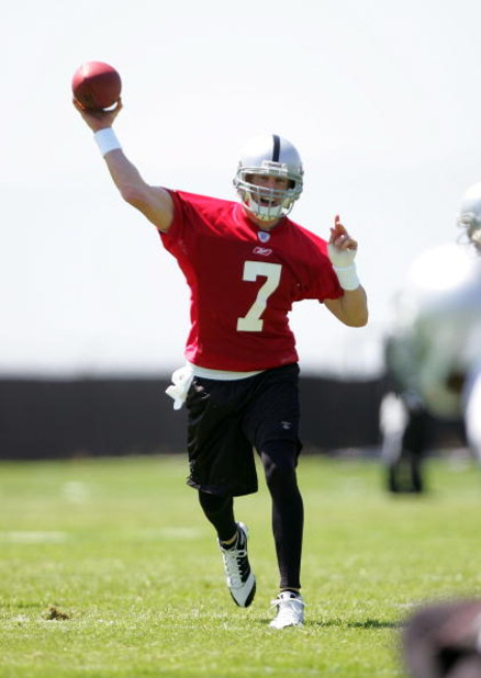 ALAMEDA, CA - MAY 08:  Jeff Garcia #7 of the Oakland Raiders throws the ball during the Raiders minicamp at the team's permanent training facility on May 8, 2009 in Alameda, California.  (Photo by Ezra Shaw/Getty Images)