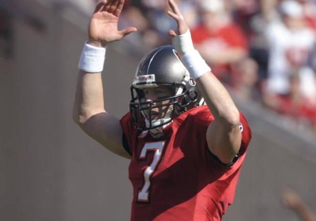 TAMPA, FL - DECEMBER 21: Quarterback Jeff Garcia #7 of the Tampa Bay Buccaneers signals a touchdown against the San Diego Chargers at Raymond James Stadium on December 21, 2008 in Tampa, Florida.  (Photo by Al Messerschmidt/Getty Images)