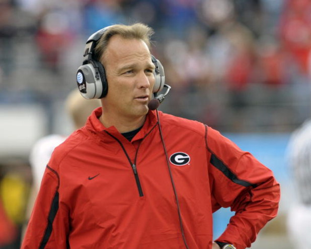 ORLANDO, FL - JANUARY 1: Coach Mark Richt of the University of Georgia directs play against the Michigan State Spartans during the 2009 Capital One Bowl at the Citrus Bowl on January 1, 2009 in Orlando, Florida.  (Photo by Al Messerschmidt/Getty Images)