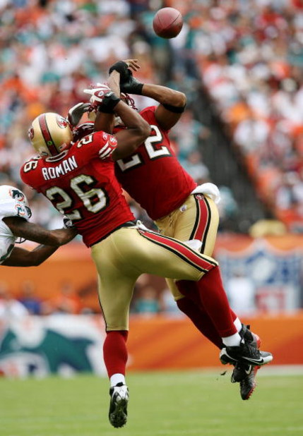 MIAMI - DECEMBER 14:  Defensive backs Mark Roman #26 and Nate Clements #22 of the San Francisco 49ers collide while knocking down a pass intended for Ted Ginn Jr. #19 of the Miami Dolphins at Dolphin Stadium on December 14, 2008 in Miami, Florida.  (Photo