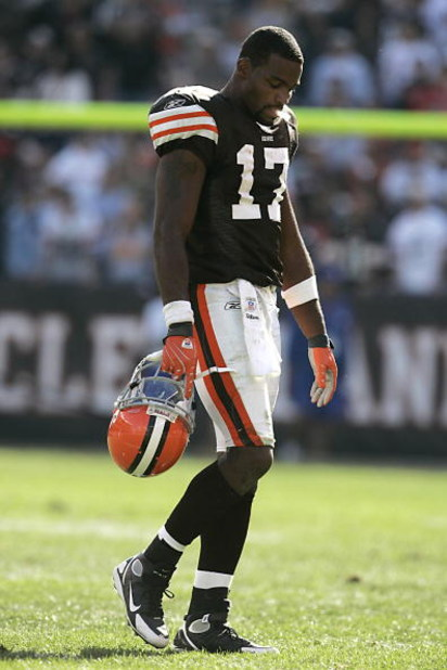 CLEVELAND - SEPTEMBER 16:  Braylon Edwards #17 of the Cleveland Browns looks on during the NFL game against the Cincinnati Bengals at the Cleveland Browns Stadium on September 16, 2007 in Cleveland, Ohio. (Photo by Jeff Gross/Getty Images)